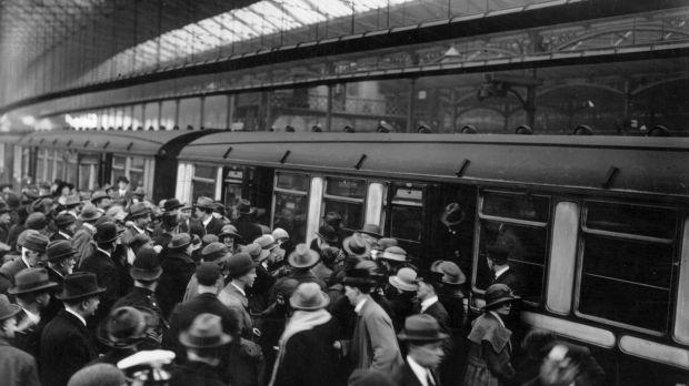 May 1923 Irish deportees boarding trains at London's Waterloo