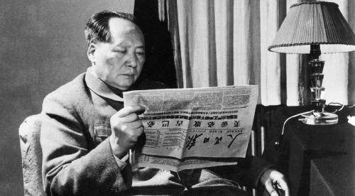 Mao reading the People's Daily in his study room (Apr 20, 1961)