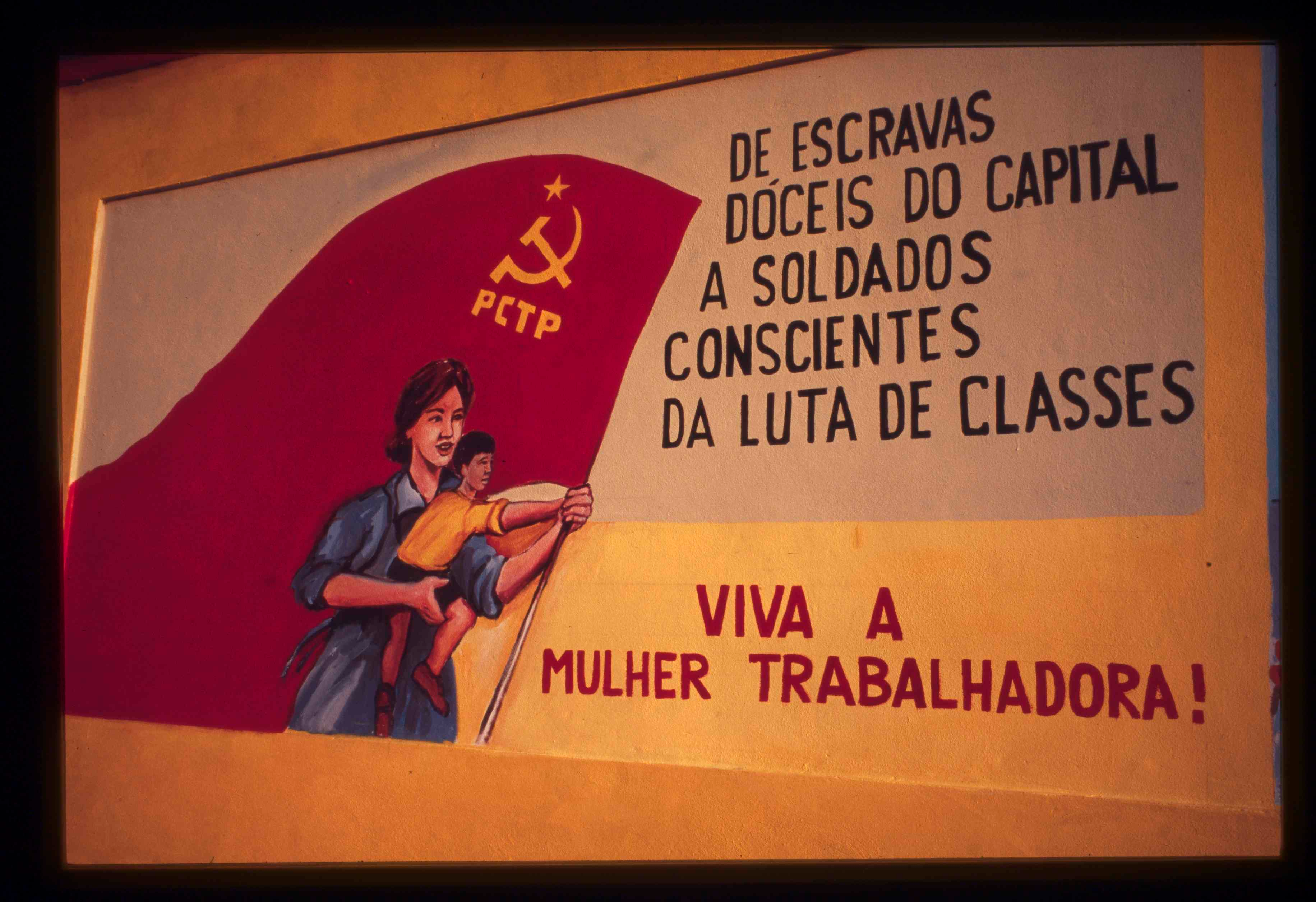 PCTP-MRPP mural in Alcântara commemorating the 18th of September, the date of the founding of the party.